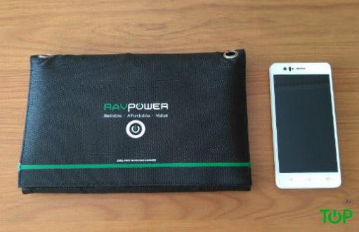Caricabatterie solare RAVPower pannelli piegati